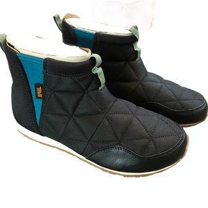 Teva woman's Ember boots mid